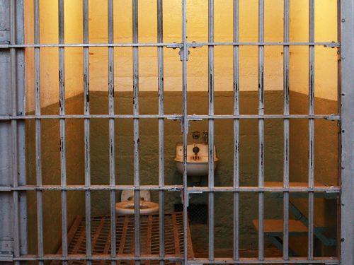 Spazio minimo individuale in cella: va detratta la superficie occupata dal letto