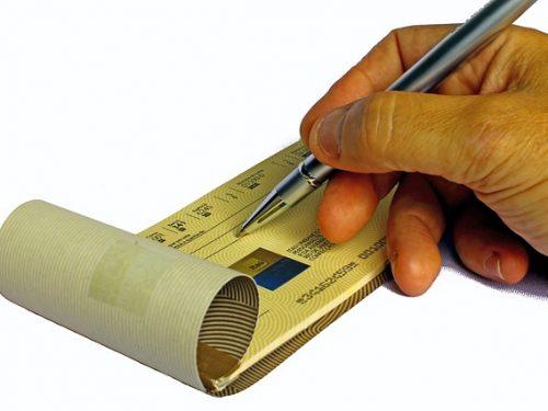 Pagamento con assegni – Truffa contrattuale ed insolvenza fraudolenta