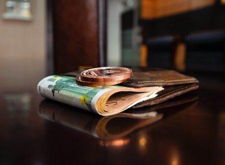 Il professionista delegato alla procedura immobiliare che si appropria delle somme di aggiudicazione commette peculato e non truffa