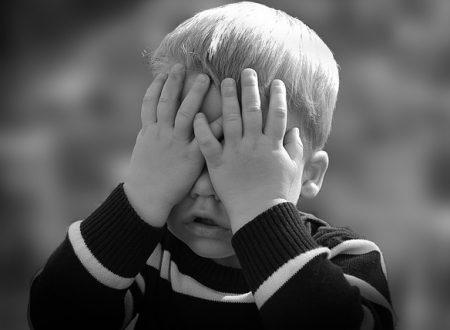 Corruzione di minorenne: fare sesso in presenza di minori è reato