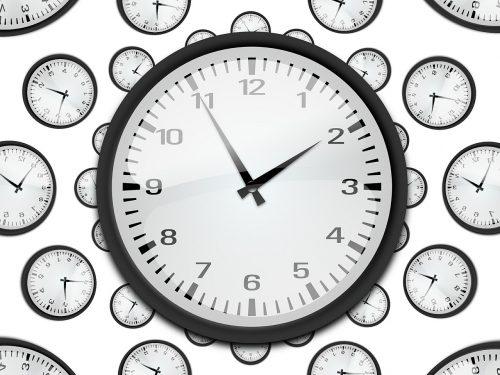 Retrodatazione dei termini di custodia e contestazione temporale con formula aperta